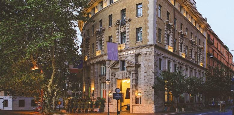 Grand Hotel Palace, exterior
