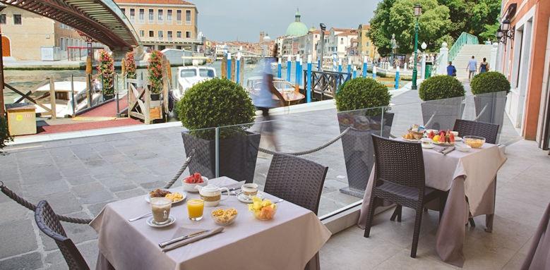 Hotel Santa Chiara, Breakfast