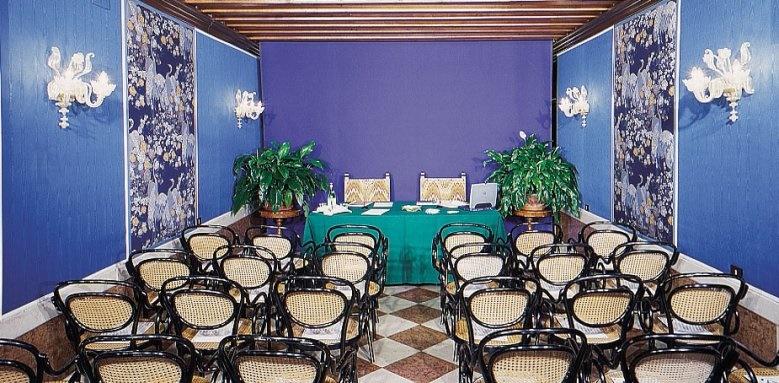 Hotel Santa Chiara, conference room