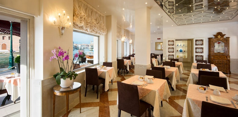 Hotel Santa Chiara, Breakfast Room Image