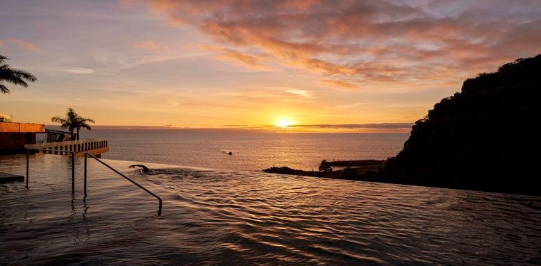 Saccharum by Savoy sunset infinity pool
