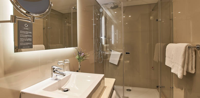 Porto Bay Marques, bathroom