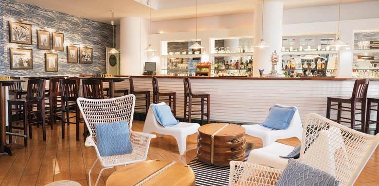 Marina Suites, Yacht Club