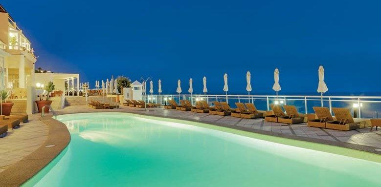 XQ El Palacete, Pool at Night