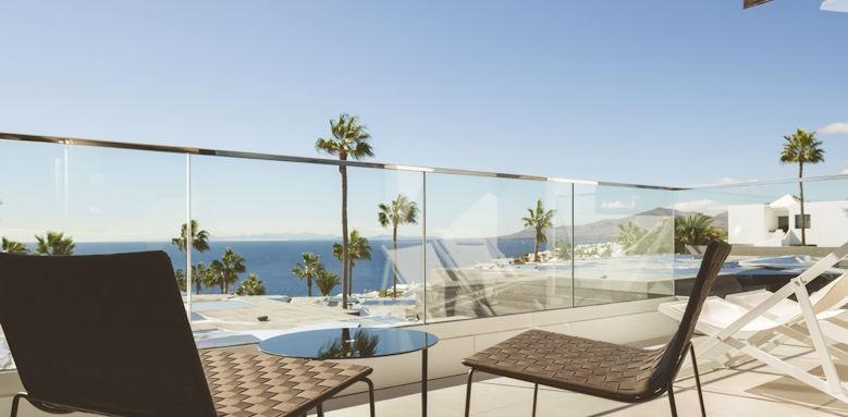 La Isla y el Mar, balcony