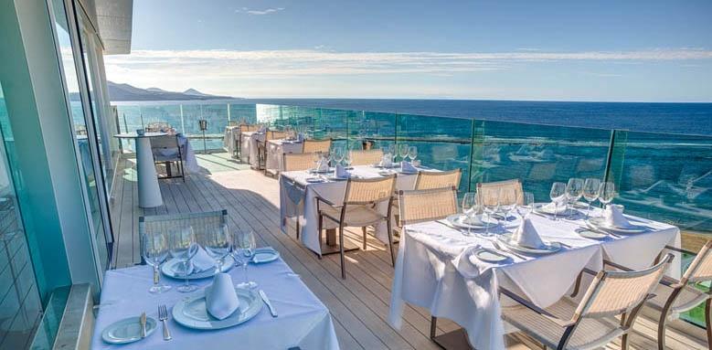 Hotel Reina Isabel, restaurant terrace