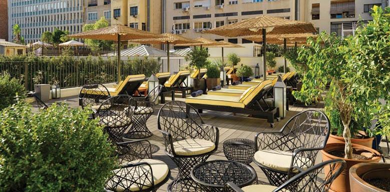 H10 Metropolitan, terrace