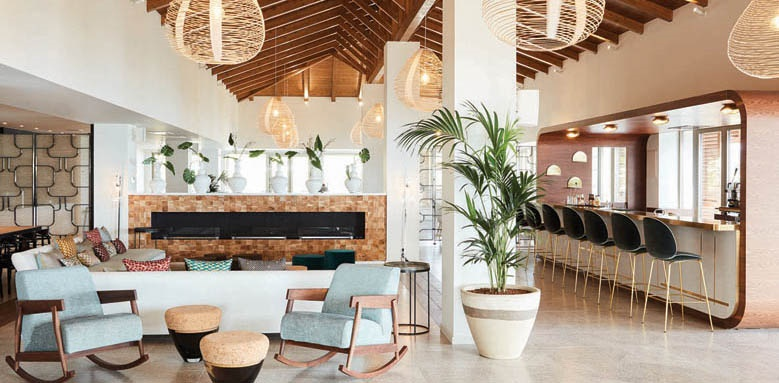 Eagles Villas, lounge and bar