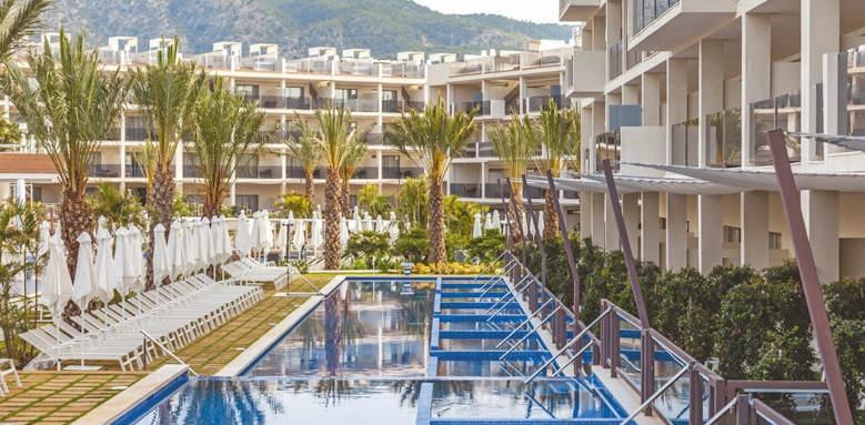 zafiro palace palmanova, swim up pools