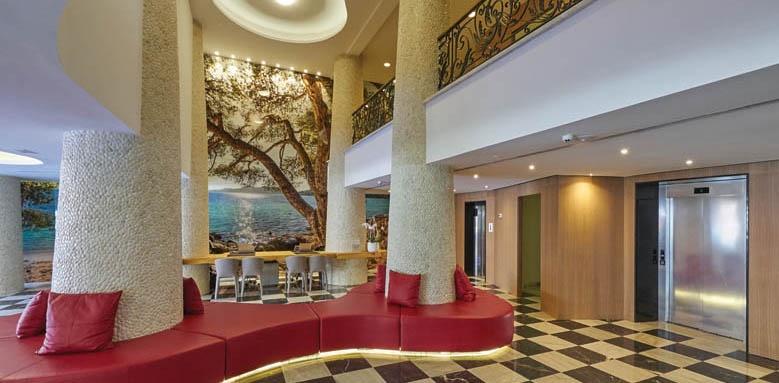 Pure Salt Garonda, lobby