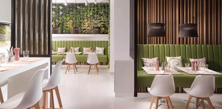 Pine Cliffs Ocean Suites, restaurant