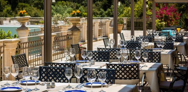 Almyra Hotel, restaurant