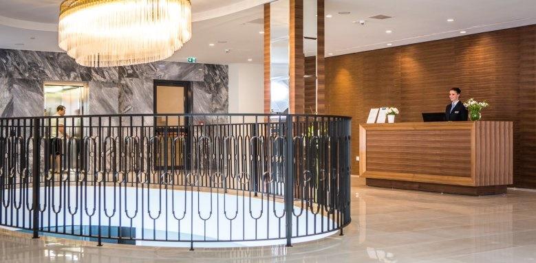Royal Blue Hotel, lobby