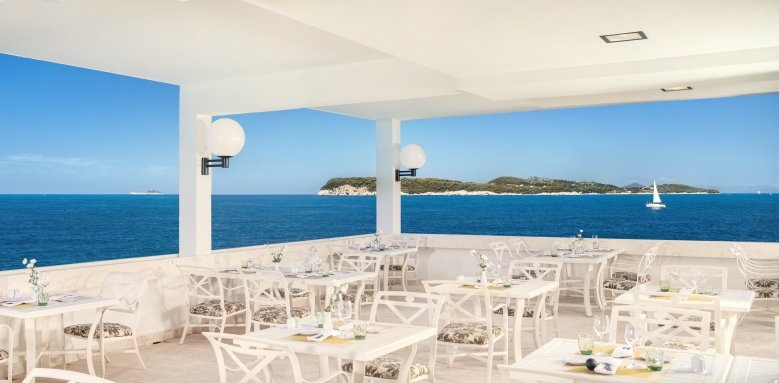 Royal Blue Hotel, restaurant overlooking the sea