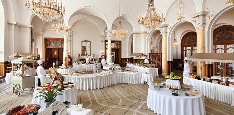 Fairmont Le Montreux Palace, buffet