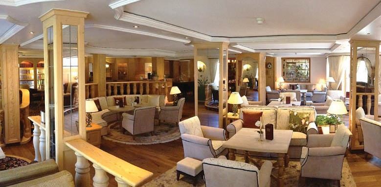 Romantik Hotel Schweizerhof, lobby