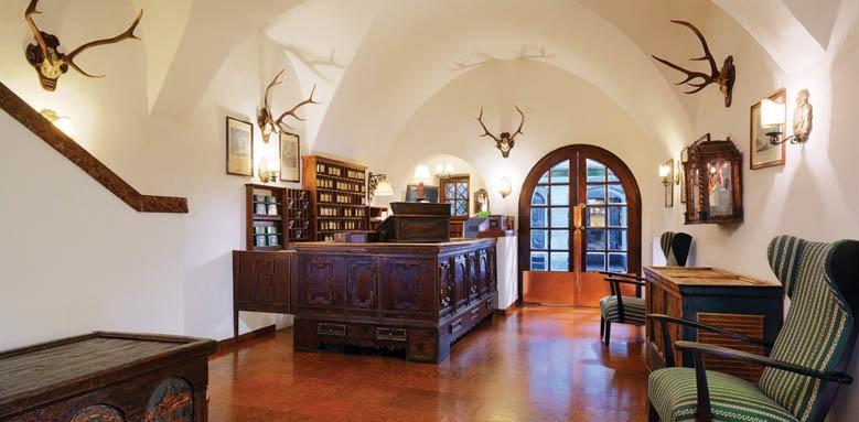Goldener Hirsch, lobby