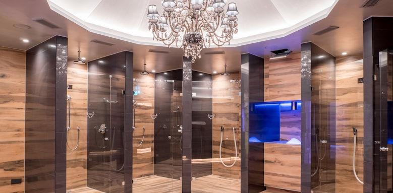 Astoria, showers
