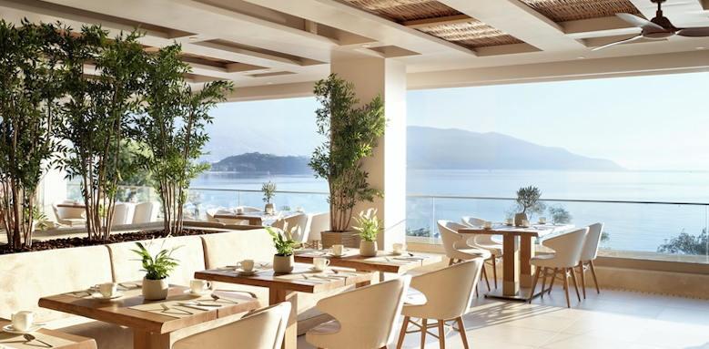 Ikos Dasssia, main restaurant