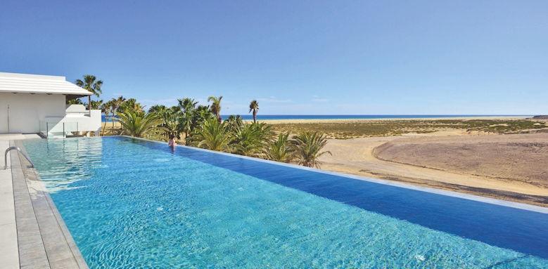 Sol Beach House, pool