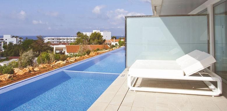 hotel 55 santo tomas, swim up suites