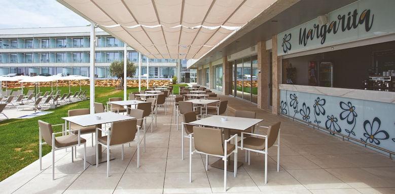 hotel 55 santo tomas, pool bar