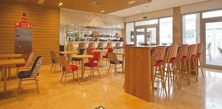 hotel 55 santo tomas, lobby bar