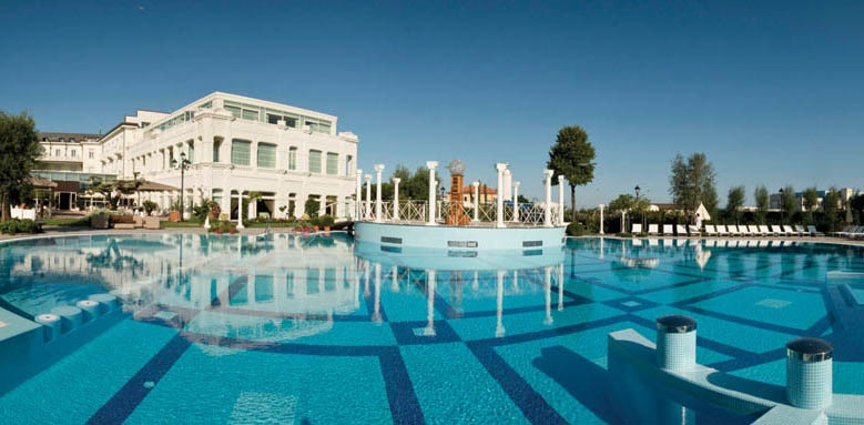 Grand Hotel Da Vinci, exterior and pool