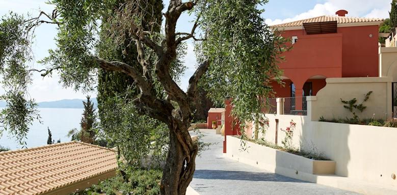 Marbella Nido Suites, gardens