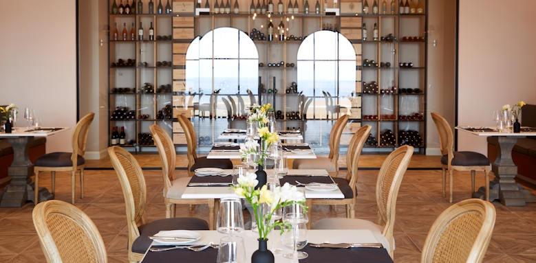 Marbella Nido Suites, table