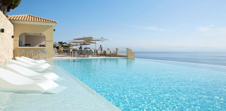 Marbella Nido Suites, pool bar