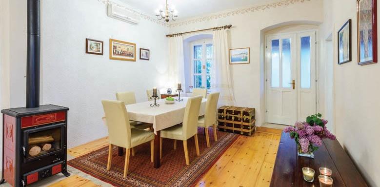 Villa Balich, dining