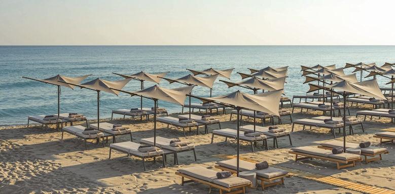 Ikones Suites, beach