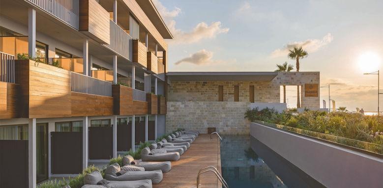 Ikones Suites, sharing pool