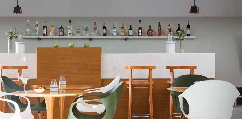 Avra City Hotel, bar
