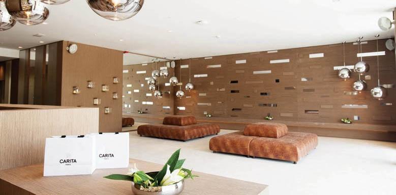 Oasis, lobby lounge