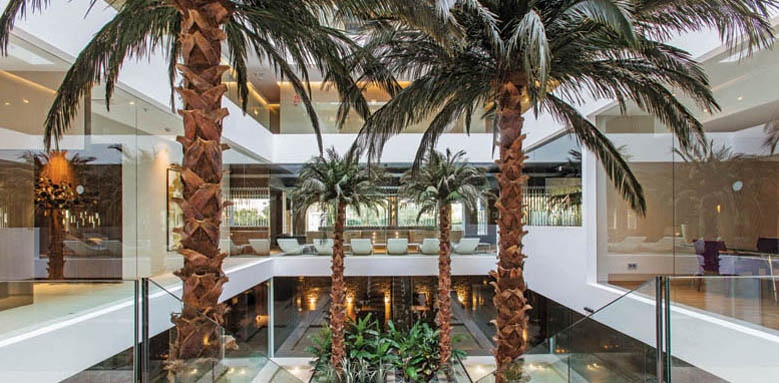 Oasis, lobby