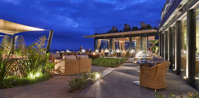 Le Suites at the Cliff Bay, night view of asian restaurant