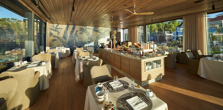Le Suites at the Cliff Bay, breakfast dining
