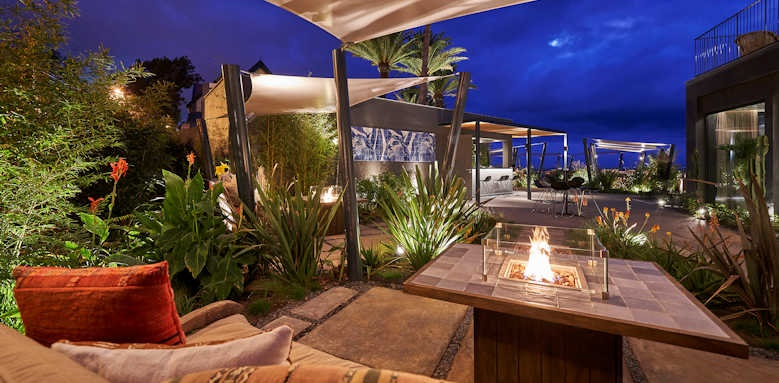 Le Suites at the Cliff Bay, Avista lounge