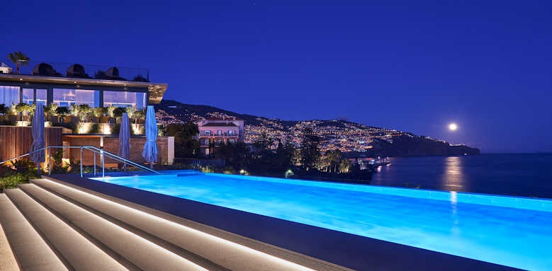 Le Suites at the Cliff Bay, pool at night time
