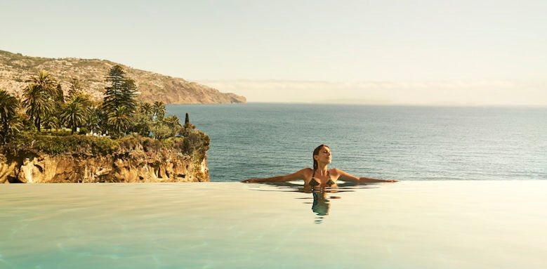 Le Suites at the Cliff Bay, infinity pool