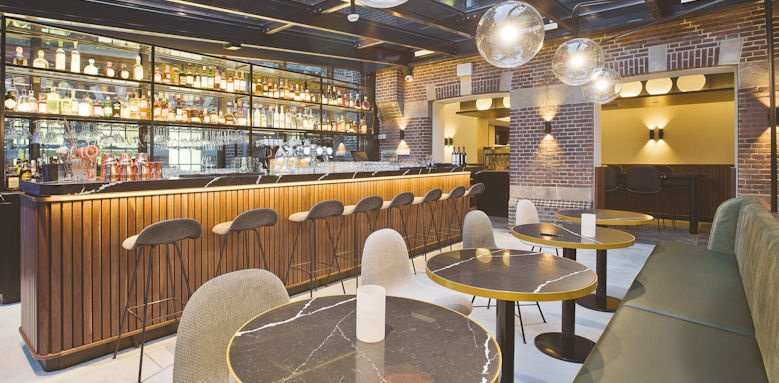 Pestana Riverside, arc bar