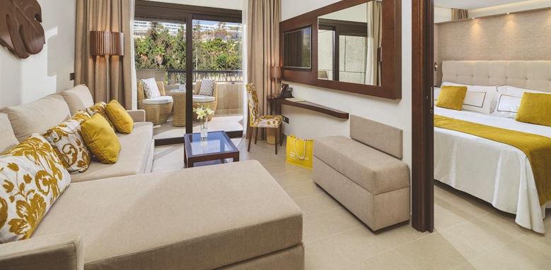 GF Victoria, senior suite