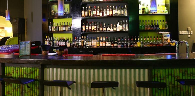 Coconut Bay, bar
