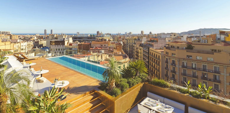 The One Barcelona, pool