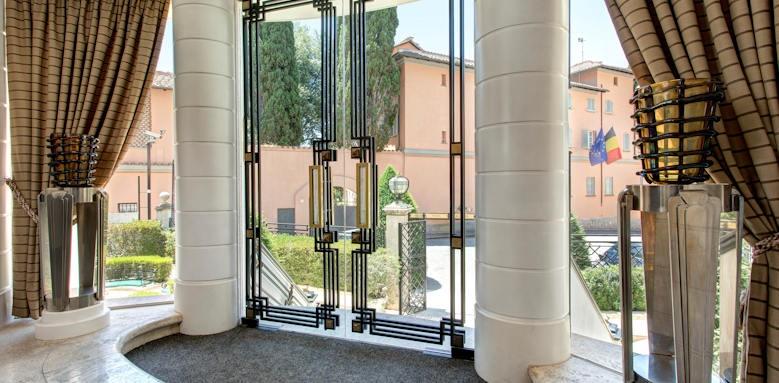 Hotel Lord Byron, entrance