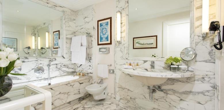 Hotel Lord Byron, bathroom