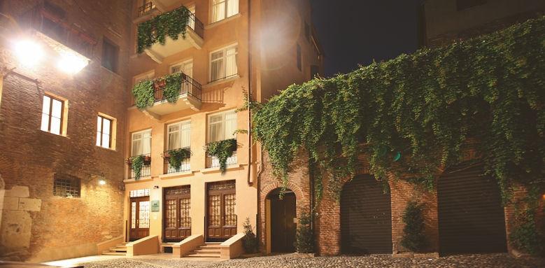 il sogno di giulietta, exterior of hotel