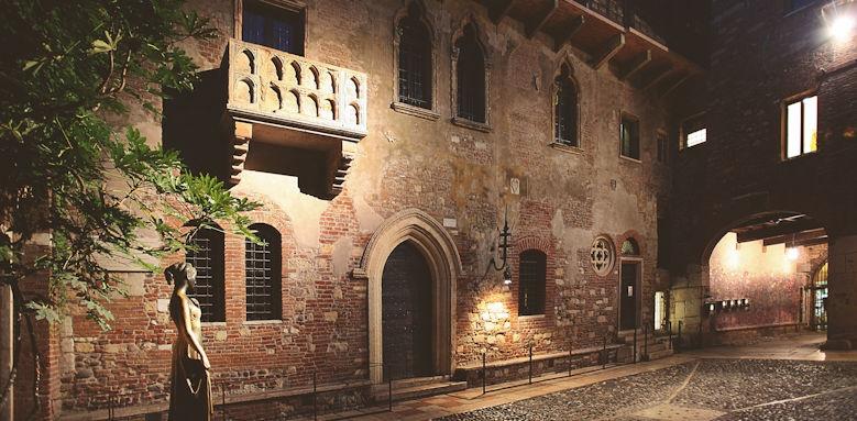 il sogno di giulietta, view of courtyard